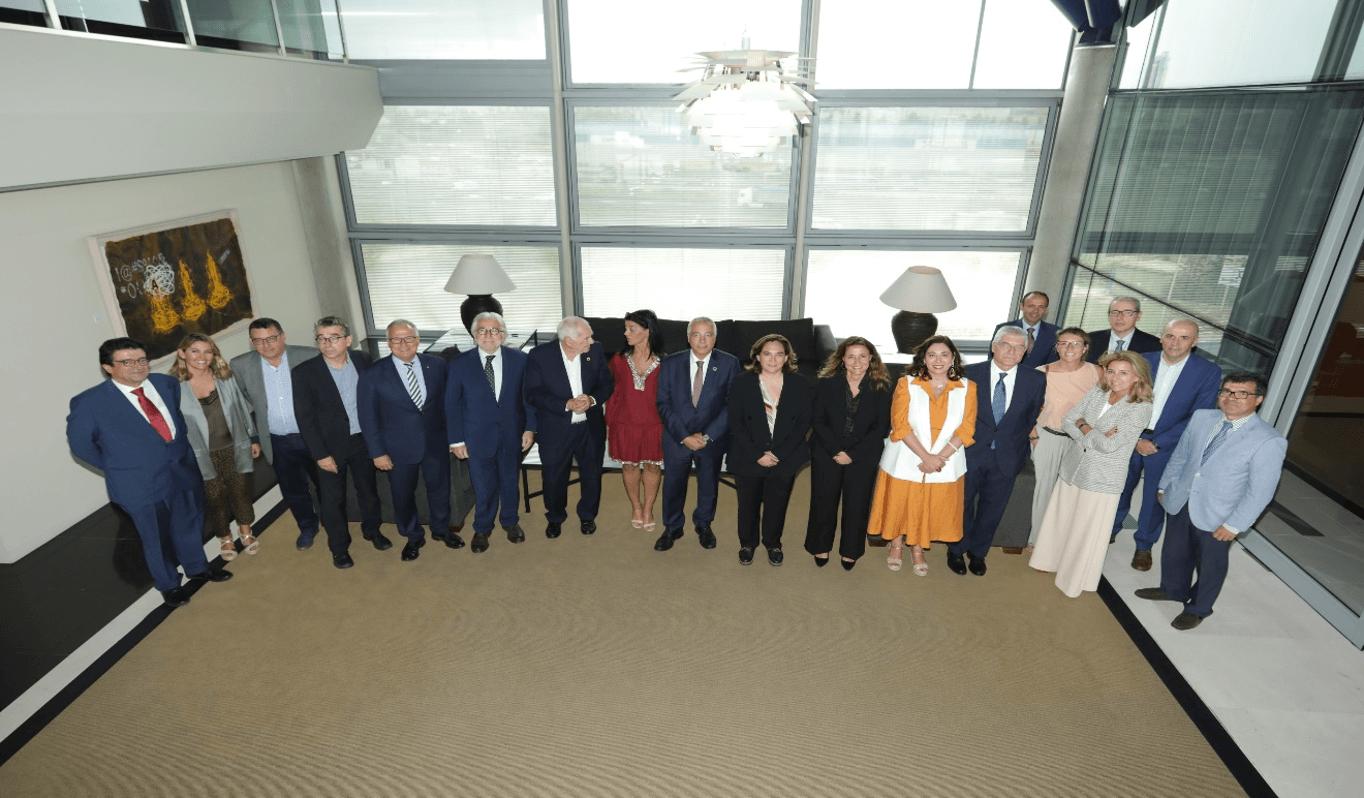 El plenari institucional de la Zona Franca es va reunir sota la presidència de l'alcaldessa Ada Colau